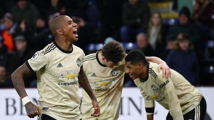 Manchester United pelan-pelan mendekati posisi empat besar Premier League (Clive Brunskill/Getty Images)