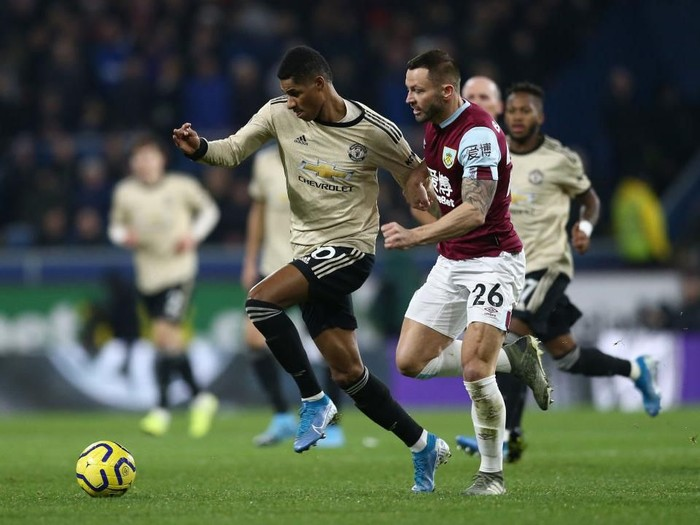 BURNLEY, ENGLAND - DECEMBER 28: Marcus Rashford of Manchester United holds off Phil Bardsley of Burnley FC during the Premier League match between Burnley FC and Manchester United at Turf Moor on December 28, 2019 in Burnley, United Kingdom. (Photo by Jan Kruger/Getty Images)