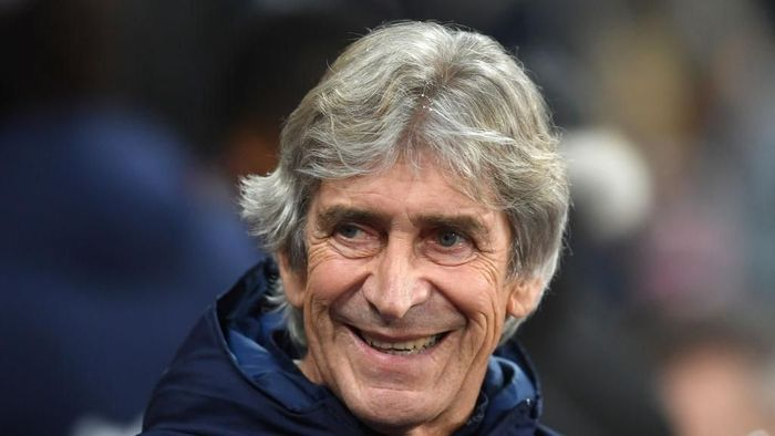LONDON, ENGLAND - DECEMBER 28: Manuel Pellegrini, Manager of West Ham United looks on prior to the Premier League match between West Ham United and Leicester City at London Stadium on December 28, 2019 in London, United Kingdom. (Photo by Michael Regan/Getty Images)