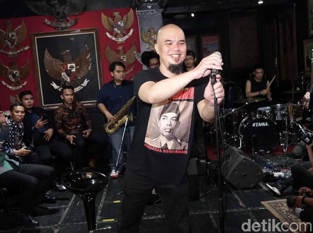 Heboh Foto Ahmad Dhani dan Personel Dewa 19, Netizen: Ayo Bikin Konser