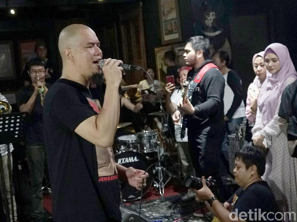 Ada Tawaran Manggung, Ahmad Dhani Latihan Band Usai Bebas