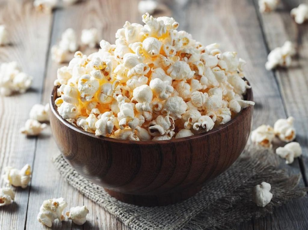 Pria Ini Berniat Ambil Popcorn yang Tersangkut di Gigi Justru Jadi Fatal
