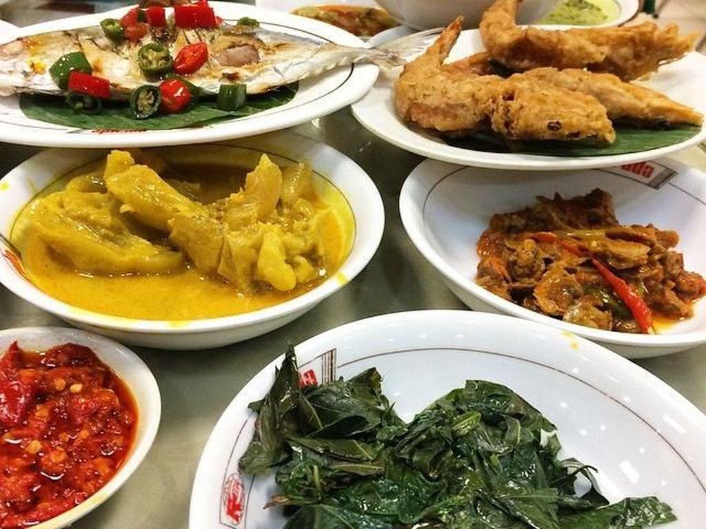 Tutup Tahun dengan Makan Nikmat di 5 Rumah Makan Padang di Jakarta Pusat