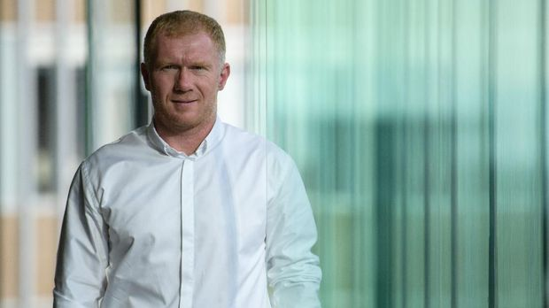 In this photo taken on August 8, 2018, former England and Manchester United football player Paul Scholes poses during an interview with AFP in Hong Kong. - Manchester United legend Paul Scholes has dismissed their chances of challenging for the Premier League title in the coming season, citing a gulf in quality between his former club and defending champions Manchester City. Scholes was in Hong Kong to promote 433 Token, a blockchain-based system that will allow football fans to connect with football stars and help sponsor young talent in the sport. (Photo by Anthony WALLACE / AFP)