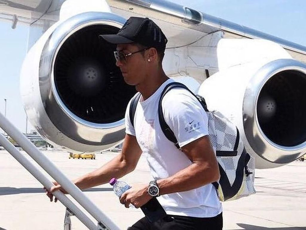 Cristiano Ronaldo Pakai Jam Rp 21 M, Gayanya Disebut Norak