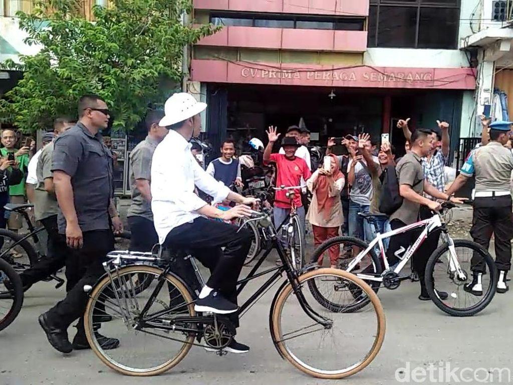 Pagi-pagi Jokowi ke Pasar Johar Lalu Ngonthel ke Kota Lama Semarang