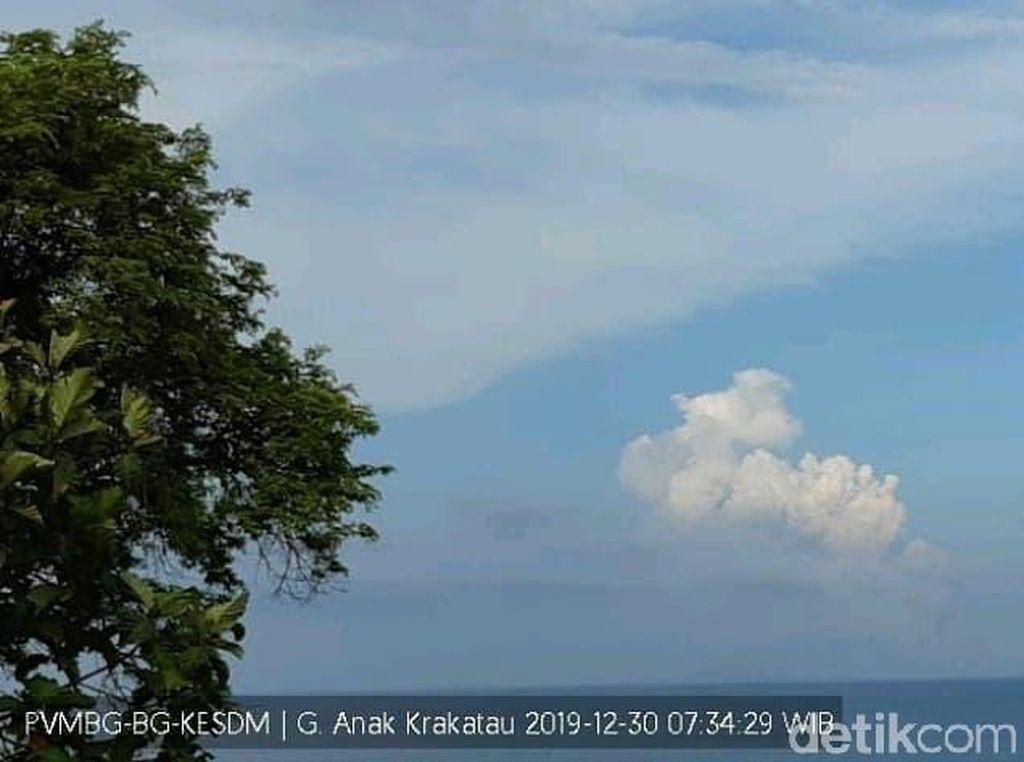Gunung Anak Krakatau Kembali Erupsi, Semburan Abu Capai 2.000 Meter
