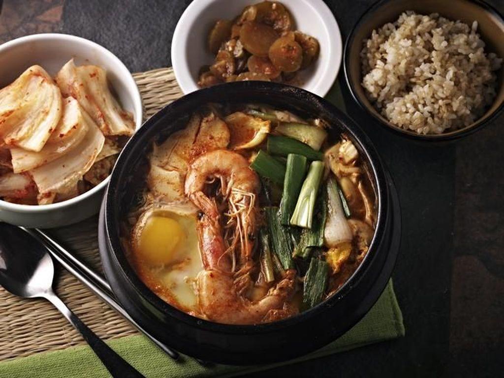 5 Makanan Korea untuk Hangatkan Tubuh Saat Musim Dingin