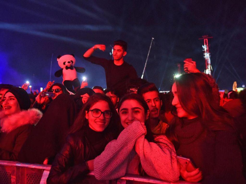 Saudi Cokok Ratusan Orang Berbaju Tak Sopan dan Pelecehan saat Dugem