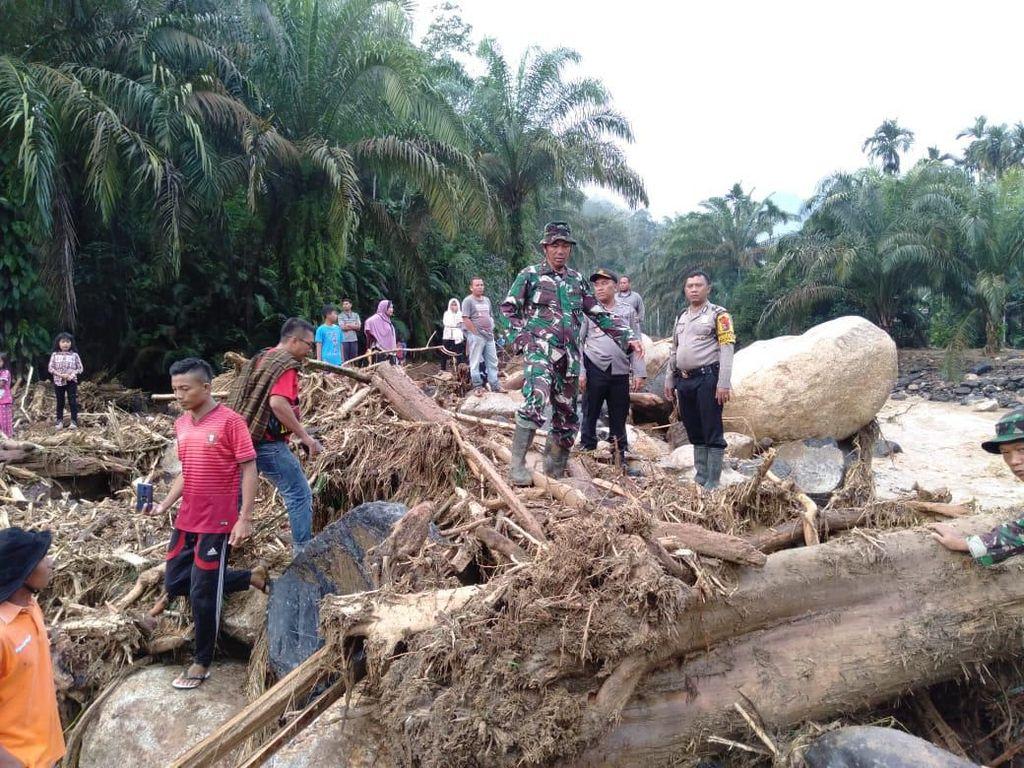 5 Warga Dilaporkan Hilang saat Banjir Bandang di Labuhanbatu Utara
