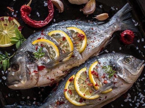 5 Tips Membakar Ikan Supaya Tidak Menempel di Panggangan