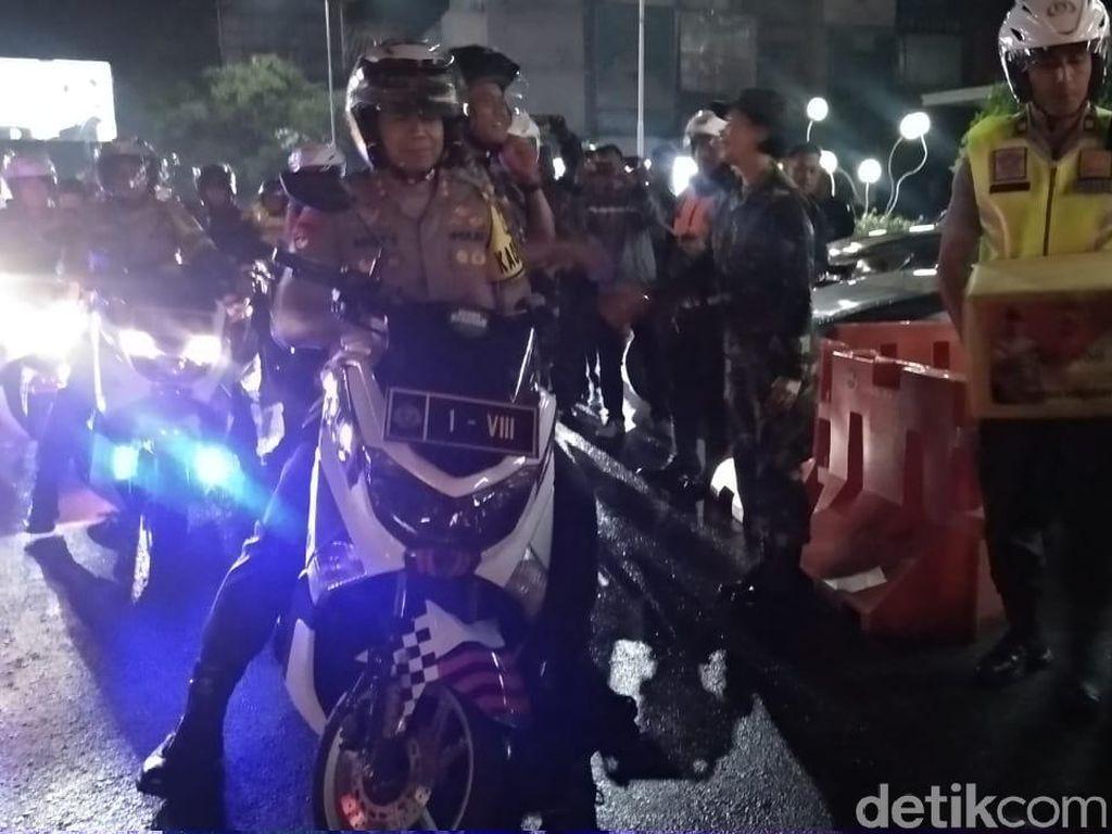 Kapolda Jabar Bermotor Cek Keramaian Malam Tahun Baru di Bandung