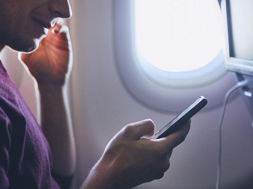 Mumtaz Ditegur karena Pakai HP di Pesawat, Perempuan Ini Lebih Parah