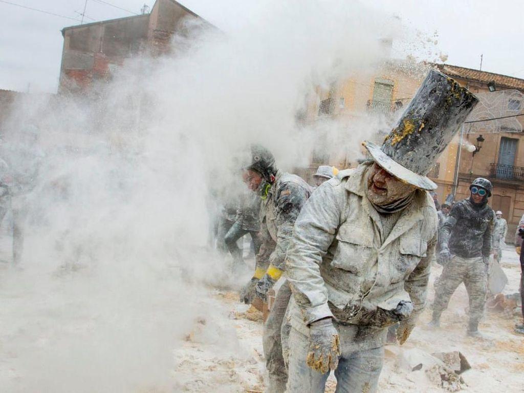 Foto: Perang Tepung Spanyol, yang Kalah Dipenjara