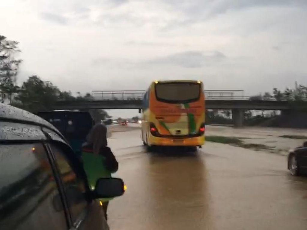 Penjelasan Kemenhub soal Penyebab Banjir di Tol Cipali