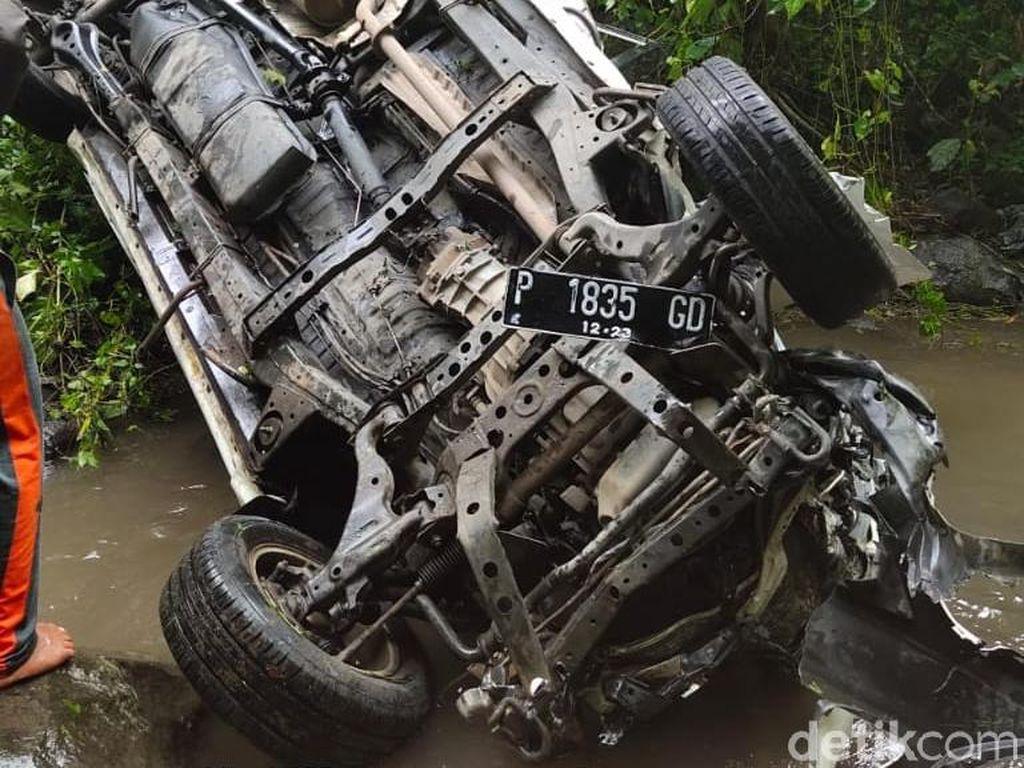 Sebuah Mobil Masuk Jurang di Ampelgading Malang, Dua Orang Tewas