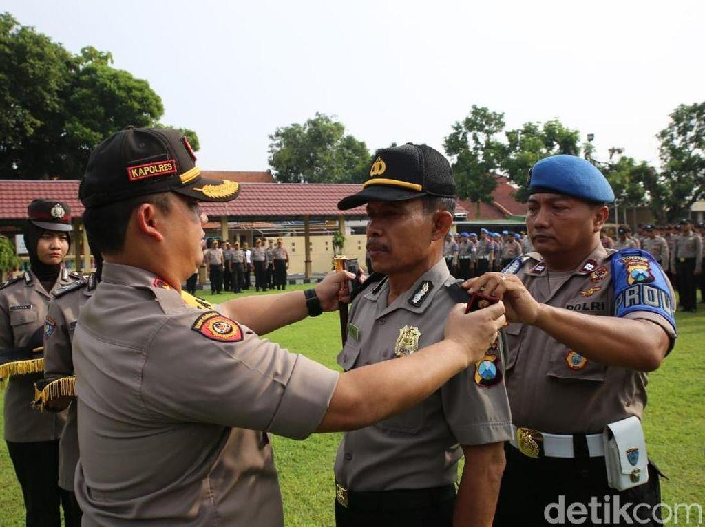 87 Anggota Polres Jombang Terima Kado Tahun Baru Naik Pangkat