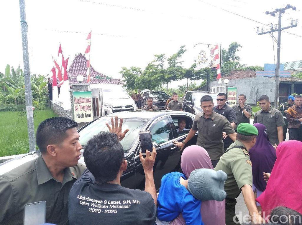 Mampir Maksi di RM Mbah Geol Bantul, Jokowi Santap Ingkung Jawa