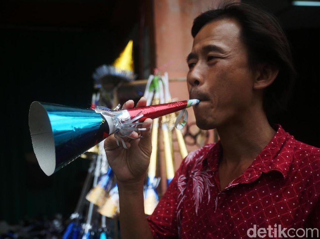 Jelang Tahun Baru, Satpol PP Awasi Peredaran Terompet-Petasan di Bandung