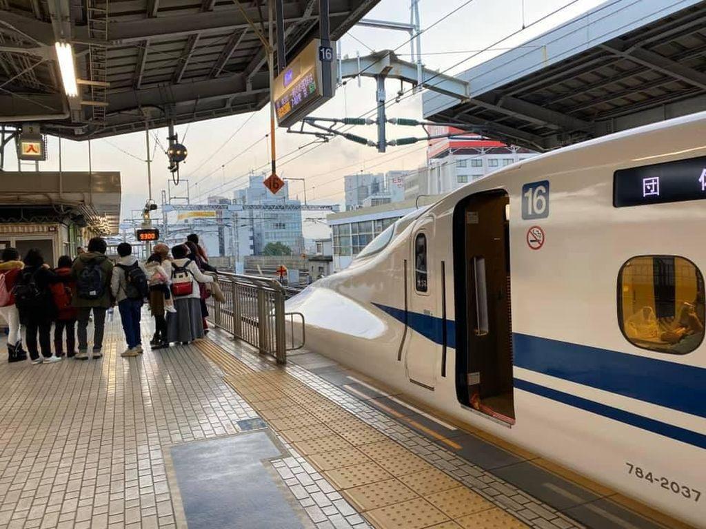 Viral, Turis Indonesia Bikin Shinkansen di Jepang Telat?