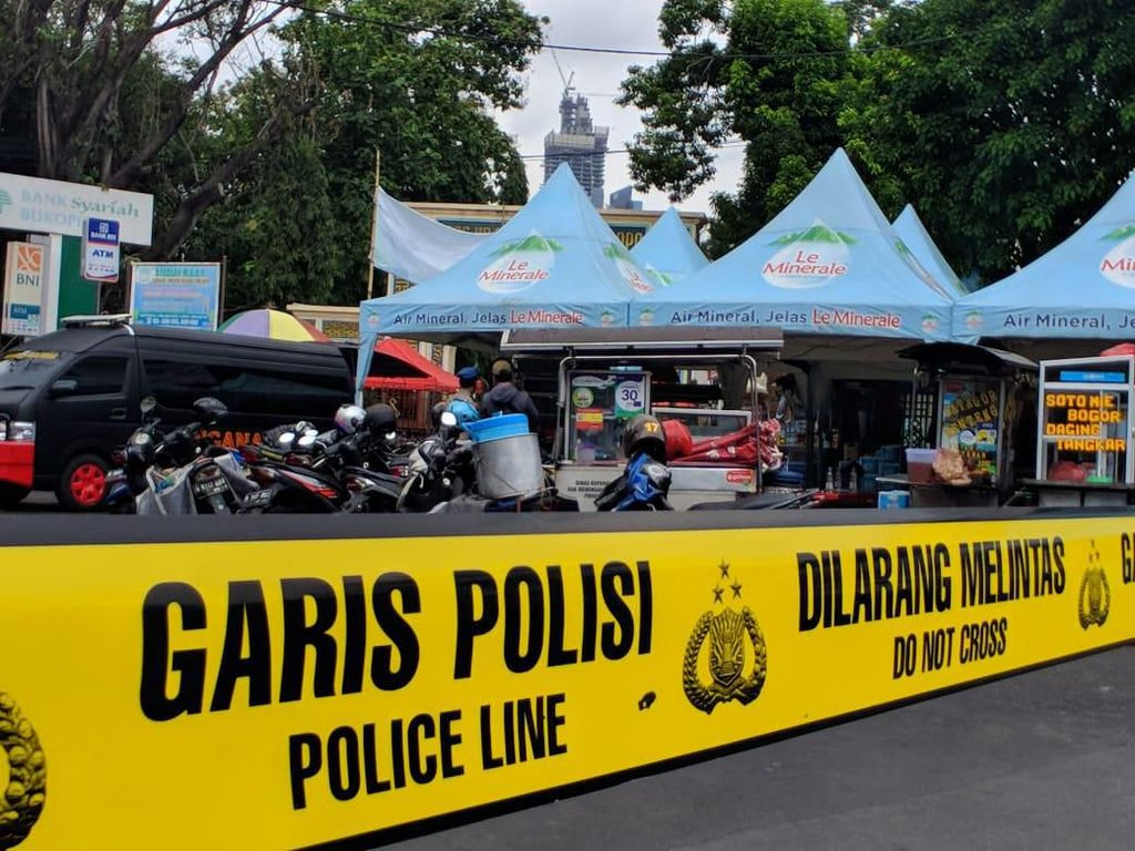 Ada Tas Mencurigakan, Gerbang Masjid Sunda Kelapa Digaris Polisi