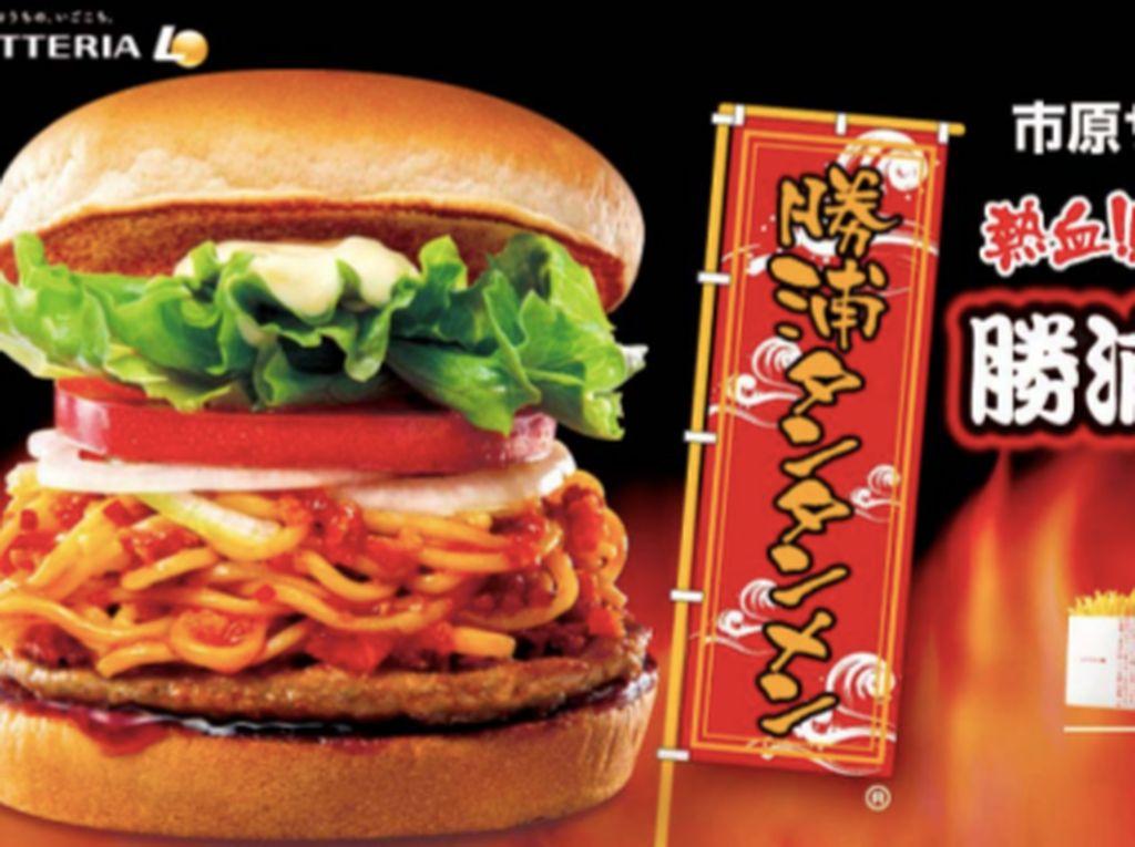 Huahh! Ini Burger Ramen Tantan Super Pedas dari Jepang