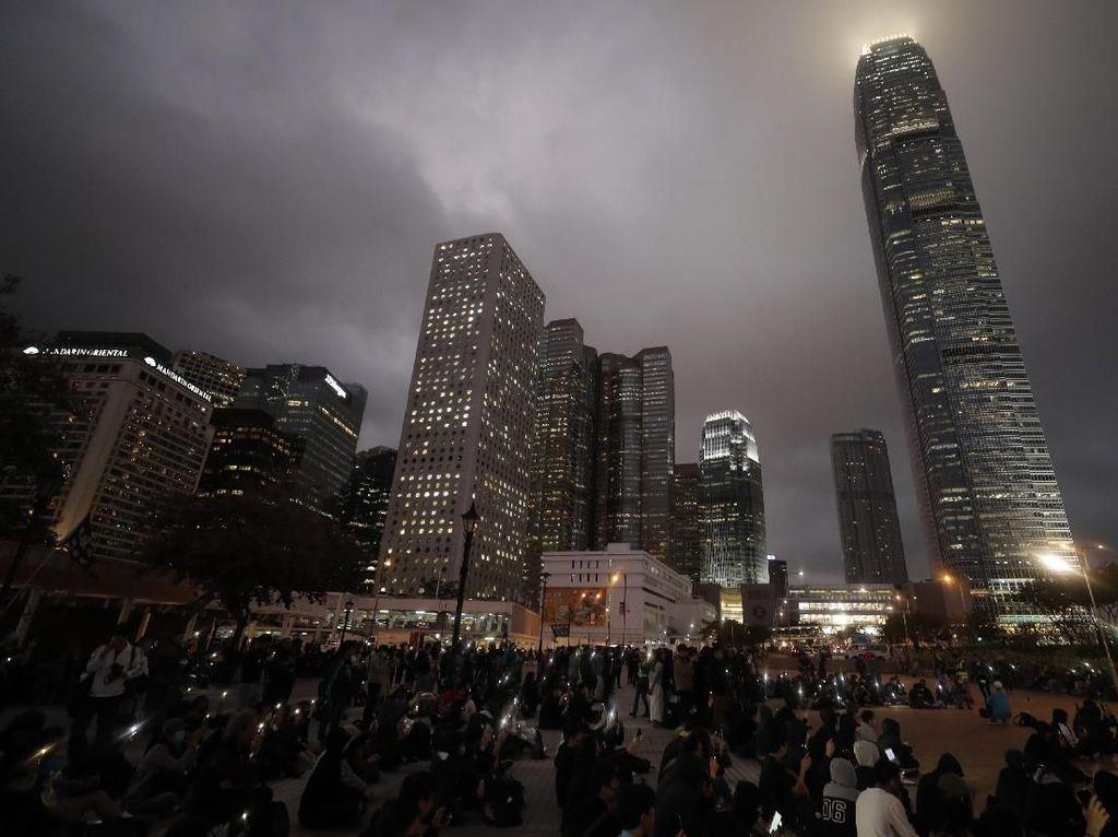 Demonstran Hong Kong Gelar Unjuk Rasa Saat Malam Tahun Baru