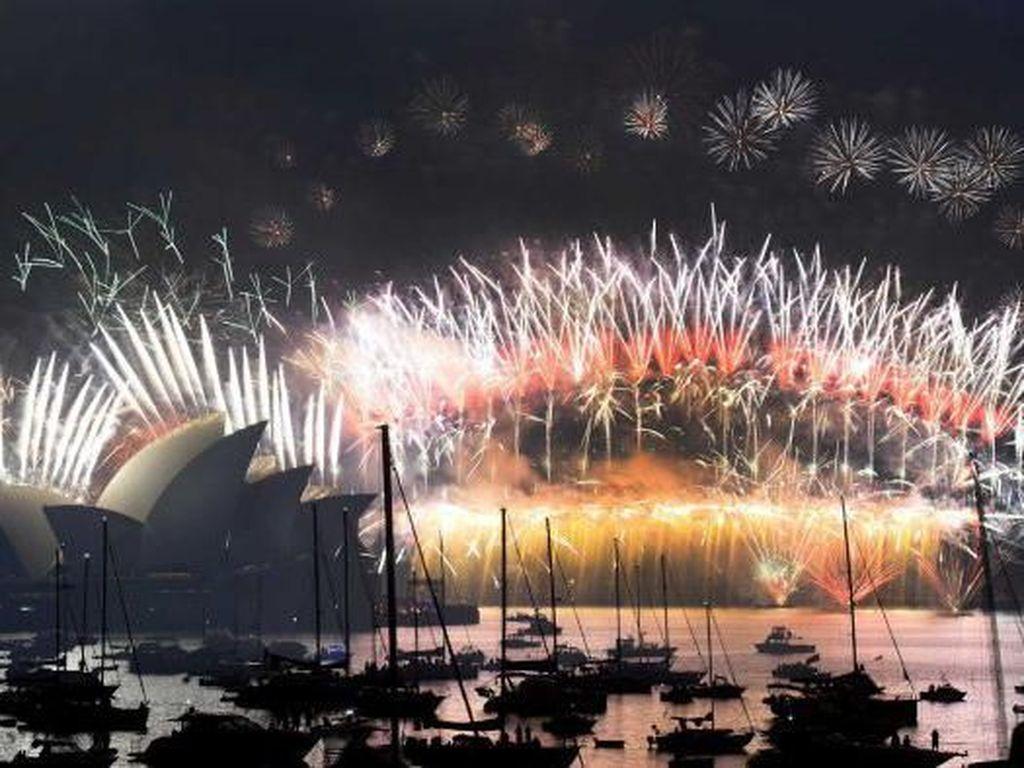Sydney Imbau Warga Tonton Pesta Kembang Api Tahun Baru dari Rumah