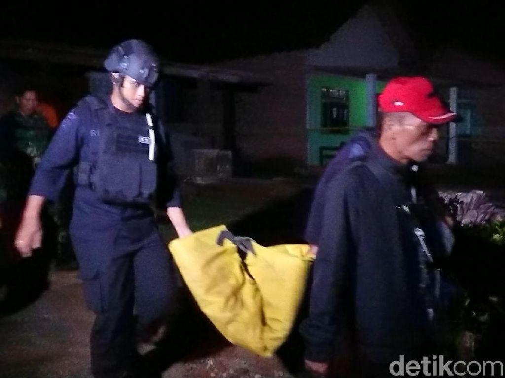 Dua Bahan Peledak Berbentuk Tabung Ditemukan di Trenggalek