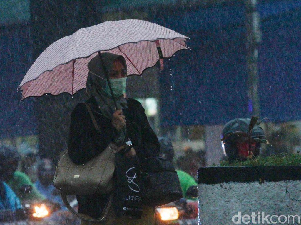 BMKG: Waspada Potensi Hujan Disertai Petir di Jaksel dan Jaktim Sore Hari