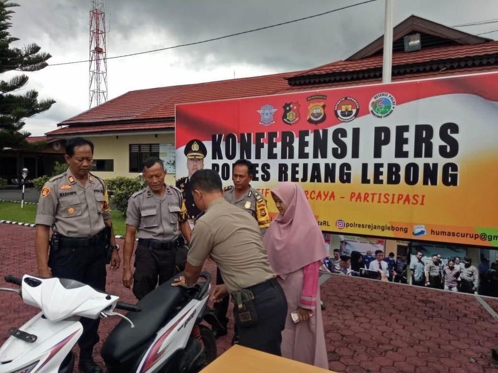 Polisi Kembalikan Motor Perempuan Korban Begal di Bengkulu yang Viral