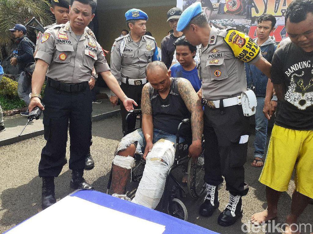 Jabar Sepekan: Manusia Gorong-gorong, Koboi Didor Polisi, dan Pria Injak Kitab