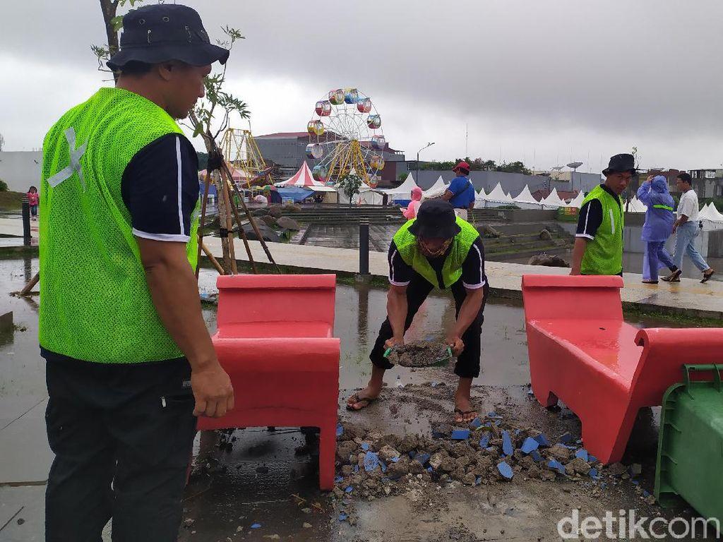 Fasilitas Alun-alun Cianjur Rusak Usai Pesta Tahun Baru 2020