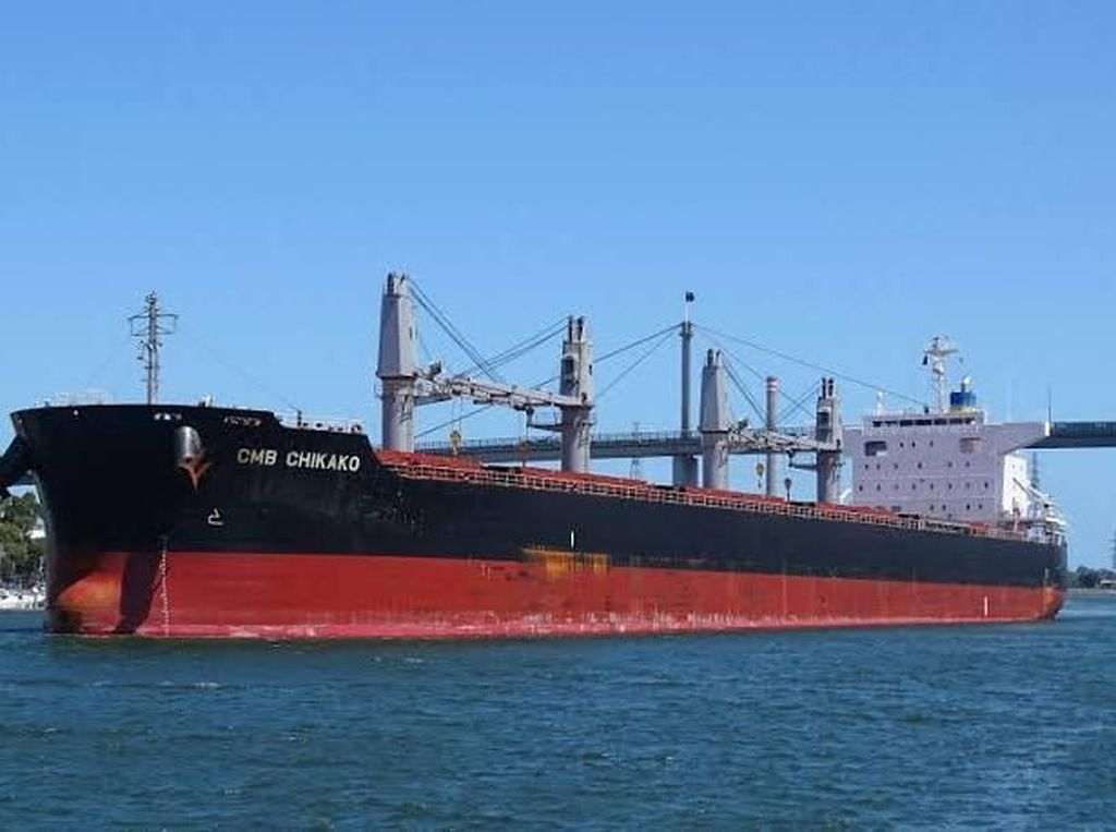 Kapal Panama MV Chikako Sandar Perdana di Pelabuhan Panjang Lampung
