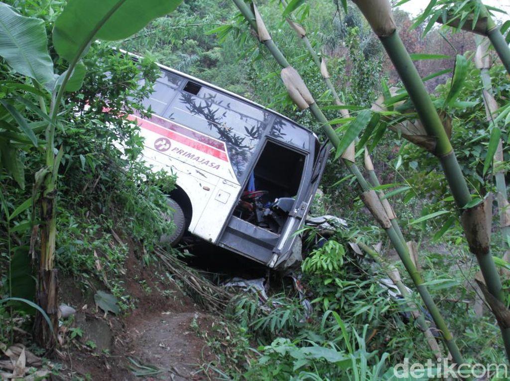 Bus Primajasa Kecelakaan di Nagreg, 8 Orang Terluka