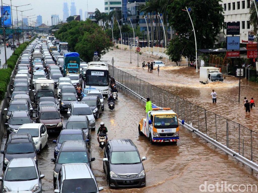 Hati-hati! Ini Daftar Titik Genangan Banjir di Tol Jasa Marga