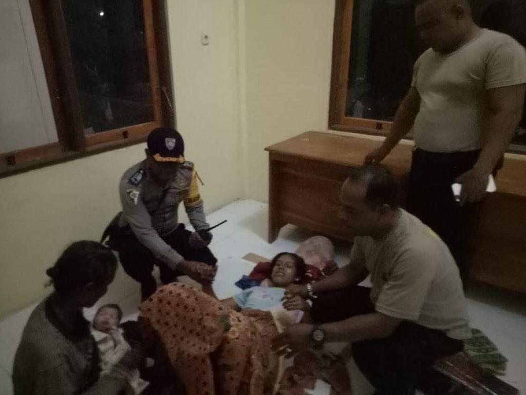 Malam Tahun Baru, Seorang Ibu di NTT Melahirkan Bayi di Kantor Polisi