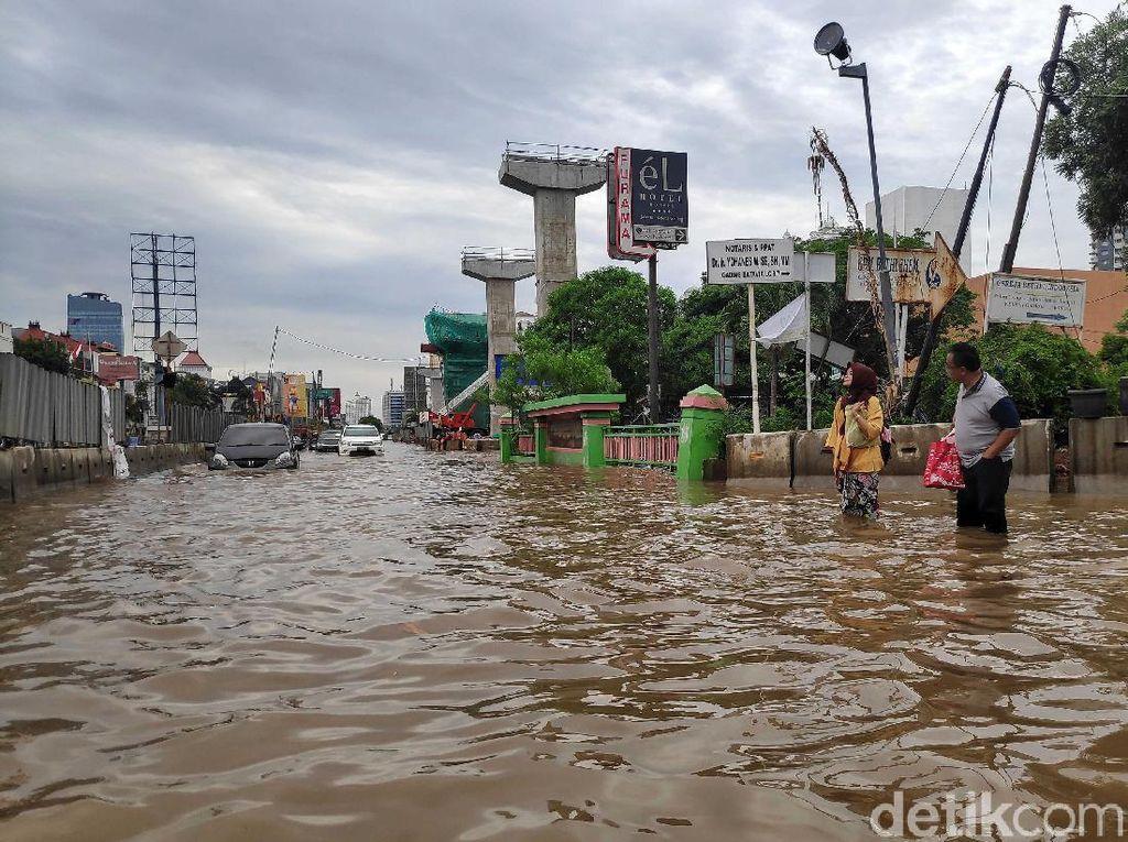 Kelapa Gading Dikepung Banjir, Bagaimana Nasib Beras di Gudang Bulog?