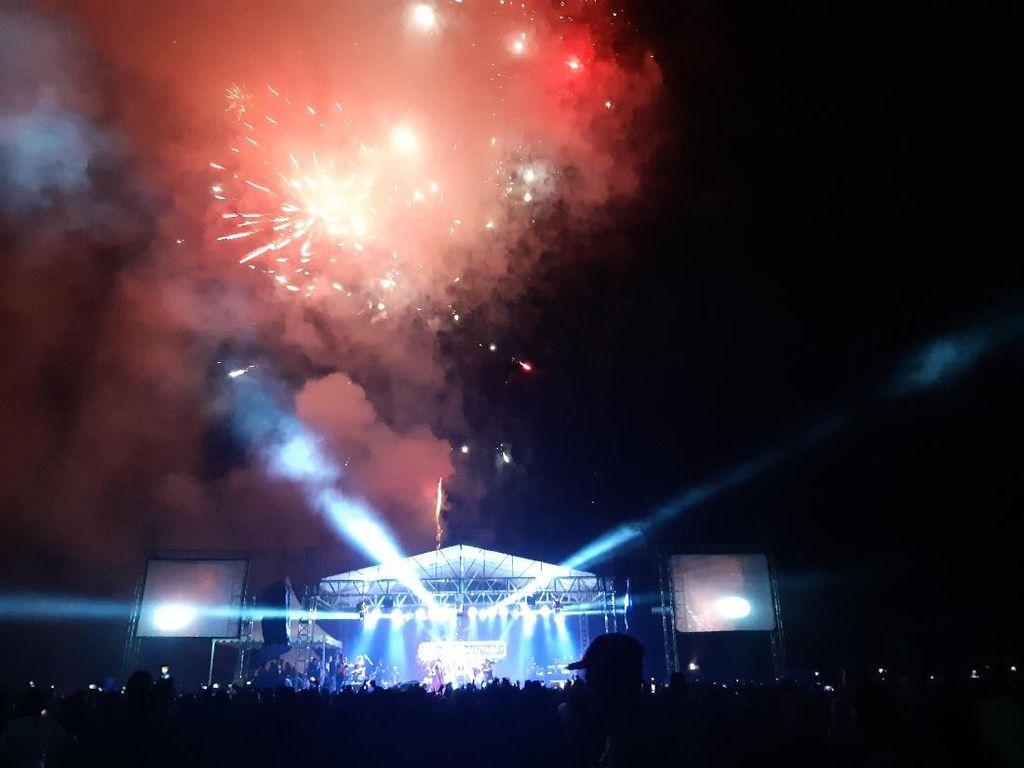 Rayakan Tahun Baru di Seko, Gubernur Sulsel: 2020 Jalanan Tuntas