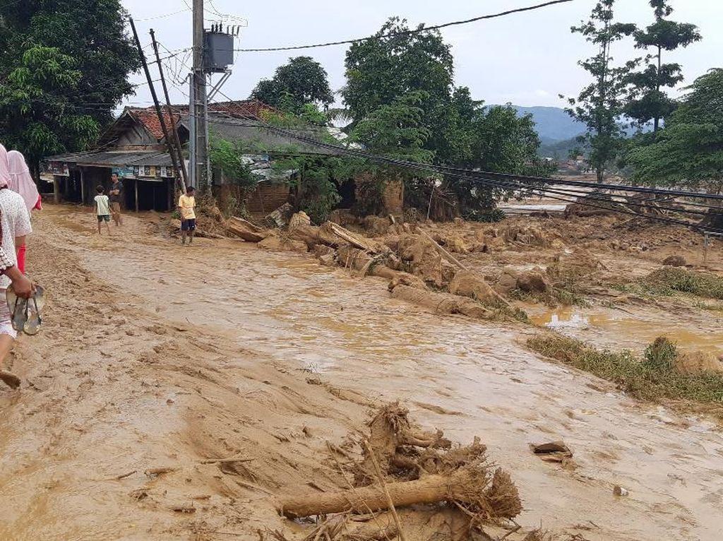 Longsor Juga Terjadi di Lebak Banten, Jalanan Tertutup-Desa Terisolir