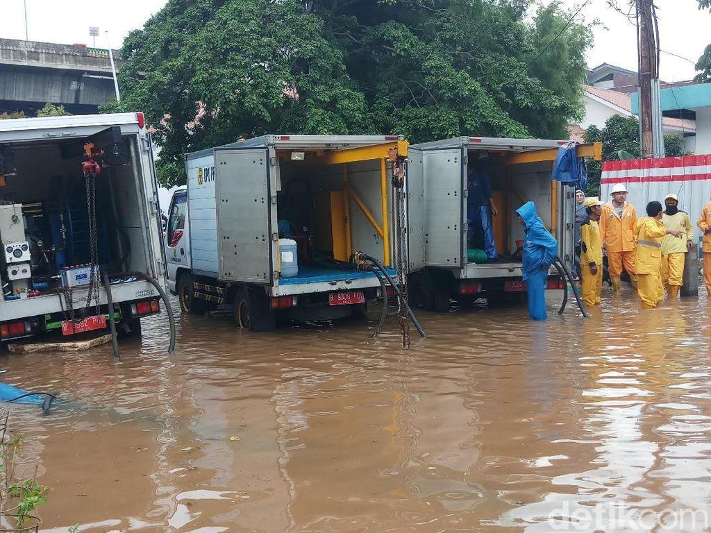 Disedot Pompa, Banjir di Kemang Raya Perlahan Surut