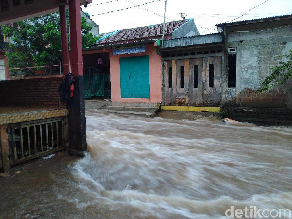 Tanggul di Perumahan Citayam Jebol Bikin 33 Rumah Terendam Banjir