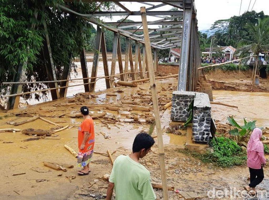 Jembatan di Lebak Putus Diterjang Banjir