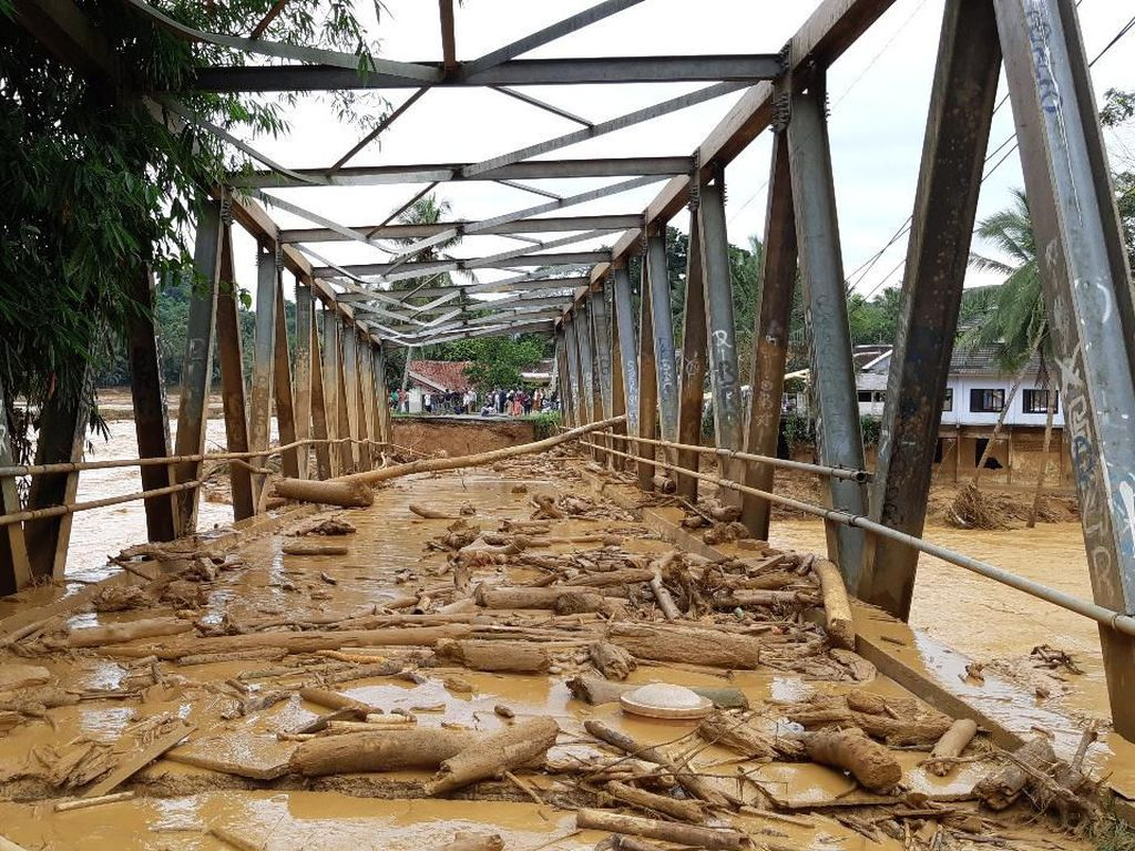 Jembatan Putus Gara-gara Banjir di Lebak Banten, 8 Desa Terisolasi