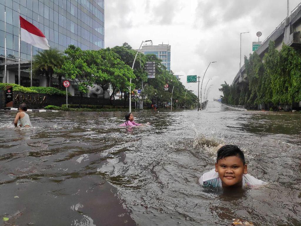 Jalan By Pass Yos Sudarso Sunter Jakarta Utara juga Terendam Banjir
