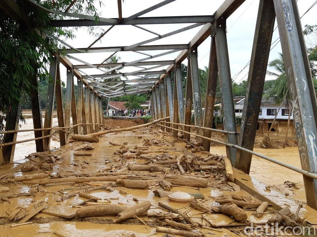 Sungai Ciberang Meluap, 7 Jembatan di Lebak Putus