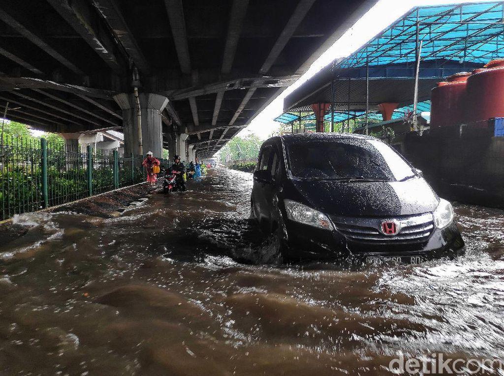 Mobil Kebanjiran yang Tak Bisa Klaim Asuransi