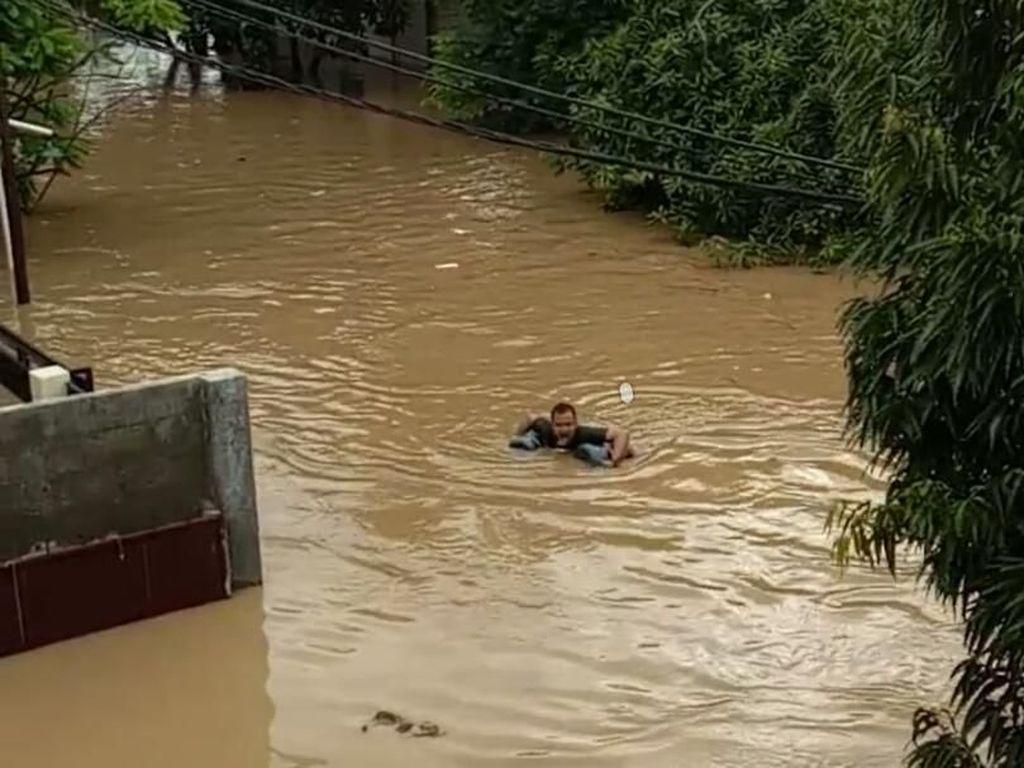 Banjir di Perumahan Pondok Mitra Lestari Bekasi Seatap Rumah, Listrik Padam