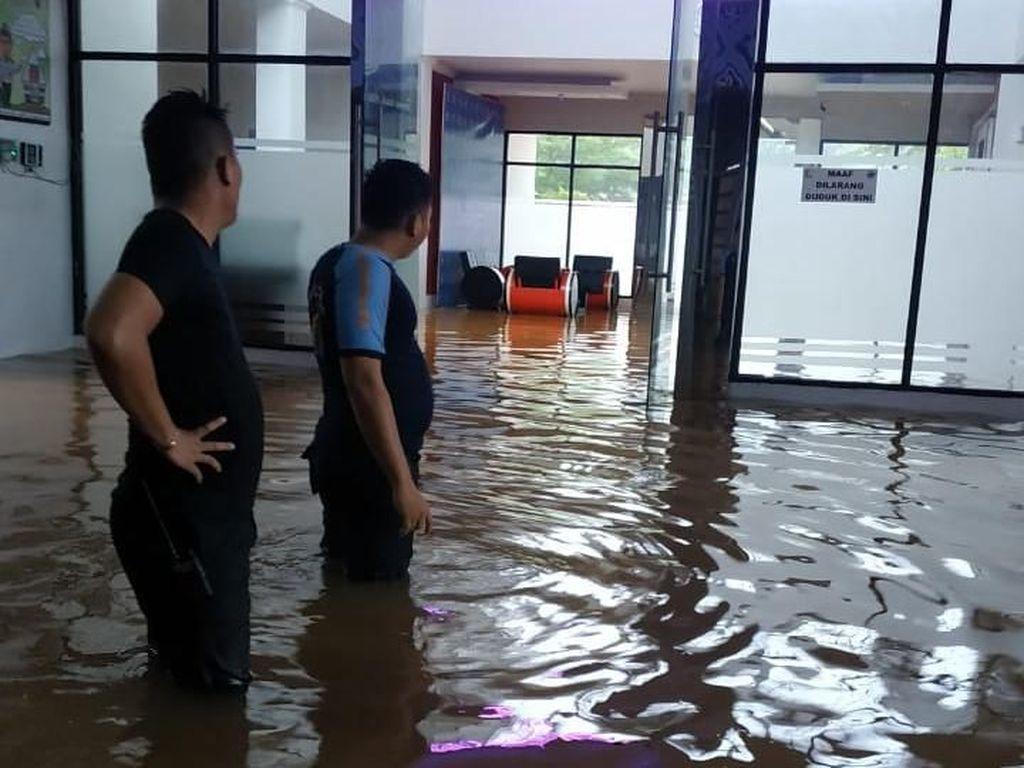 Banjir Terjang Rutan Depok, 40 Napi Wanita Dievakuasi