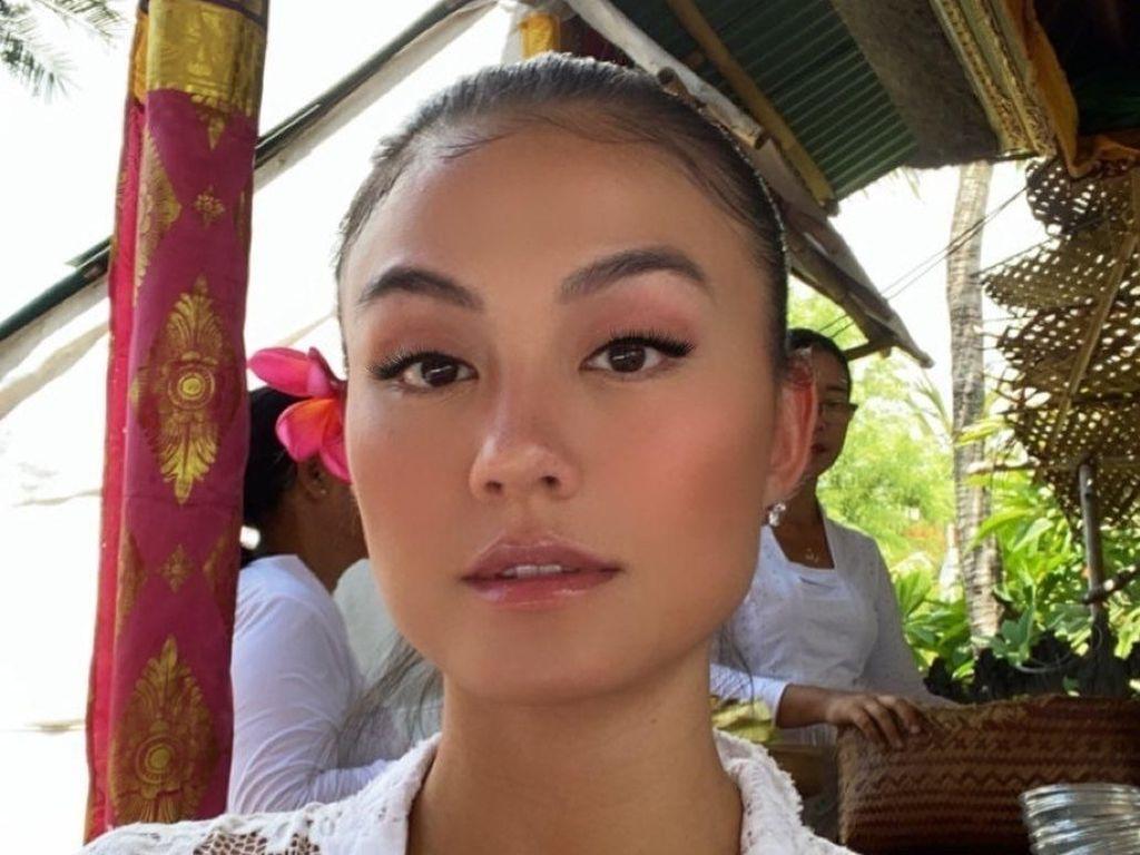 Foto: Cantiknya Agnez Mo Pamer Kulit Gelapnya Saat Liburan di Bali